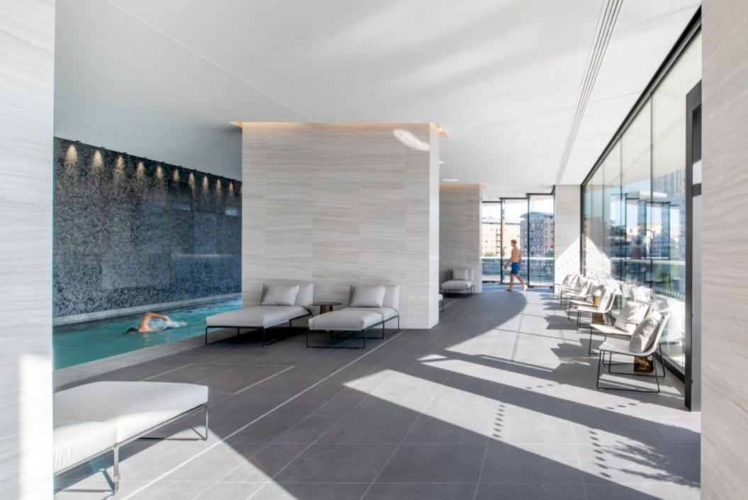 estudios de arquitectura suiza: Herzog & de Meuron completó el rascacielos residencial One Park Drive 3