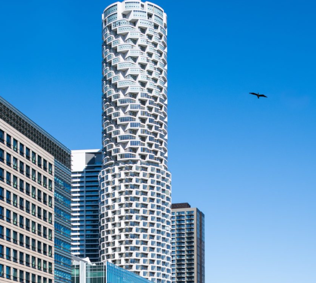 estudios de arquitectura suiza: Herzog & de Meuron completó el rascacielos residencial One Park Drive 2
