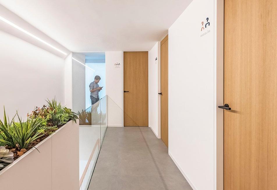 arquitectos alicantinos: Pablo Muñoz Payá Arquitectos para Comisura Dental 2