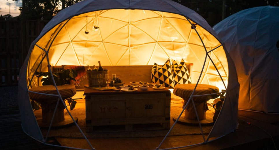 Un restaurante compuesto completamente por domos geodésicos 10