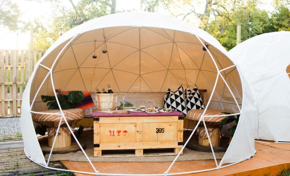 Un restaurante compuesto completamente por domos geodésicos 3